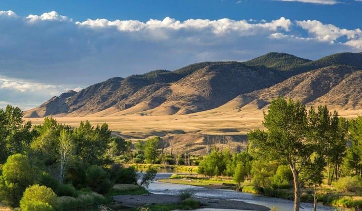 Montagne e praterie del Montana negli Stati Uniti settentrionali