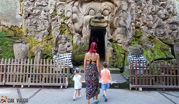 Ingresso nella Grotta dell'elefante